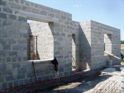 Дома из шлакоблоков, изготовленные своими руками