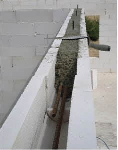 Дверной проем также подлежит «усилению» при помощи арматуры