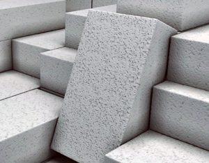 Этот материал способствует уюту и теплу в зданиях, возведенных с его помощью