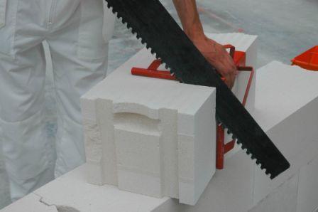 Фото – инструменты для обработки пеноблоков.