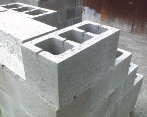 Фото кладки из пеноблоков с прорезью для армирующего прута
