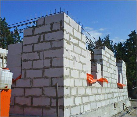 Фото сооружения дома из пеноблока