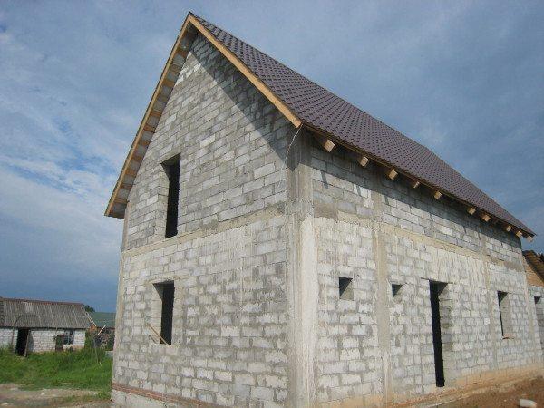 Фото строения с мансардой