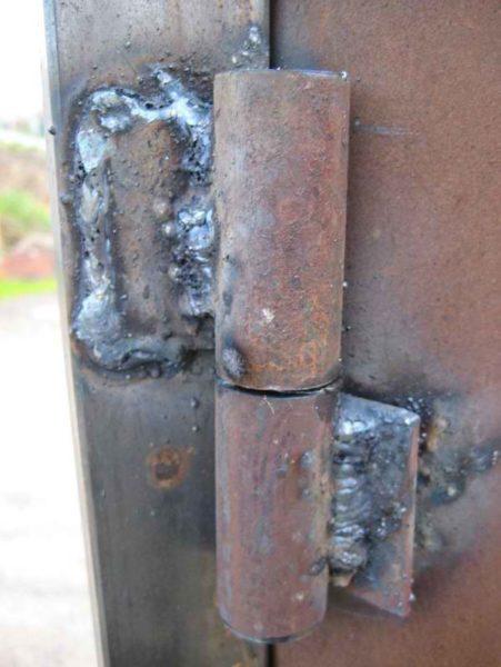 Используйте для установки гаражных ворот специальные мощные петли