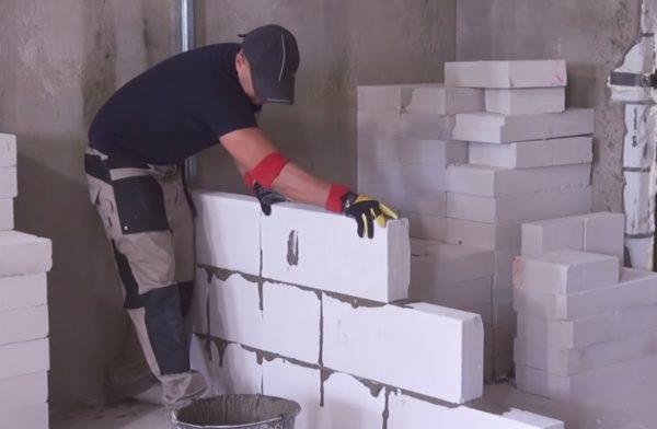 Каждый блок необходимо качественно притереть к основанию