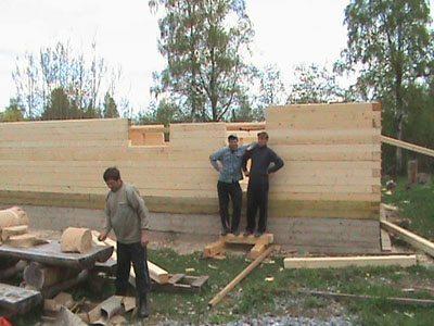 Кладка деревянных балок на фото.