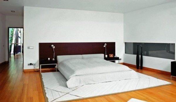 Конечный результат: стена из пеноблоков в квартире с отделкой.