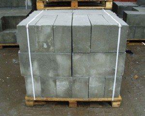 Куб шлакоблока, упакованный для продажи