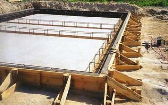 Ленточный бетонный фундамент под пеноблочное строение