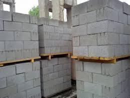 Любительское фото шлакоблоков уложенных на поддоны по 1 кубу
