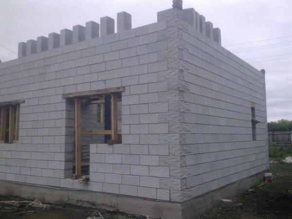 Массивное сооружение весит в разы меньше бревенчатого сруба