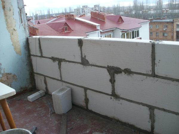 На балконах и лоджиях желательно использовать блоки марки не ниже D400