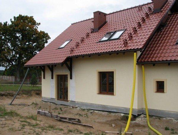 На фото - дом из пенобетона с мансардой