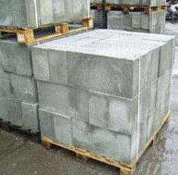На фото – кубический метр стройматериала. Само собой, количество пеноблоков на поддоне зависит от параметров стройматериала, о чем следует проконсультироваться с представителем завода-изготовителя или фирмы-поставщика.