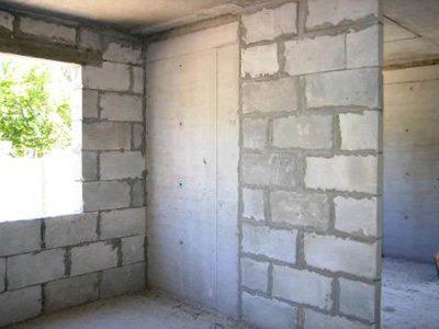 На фото – стена из пенобетона.