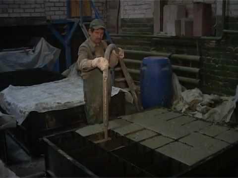 На производстве используют металлические формы, в которых можно заливать сразу до двух десятков блоков