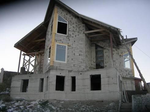 Площадь стен высчитывается независимо от формы дома