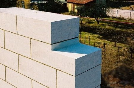 Получается как бы ступенька, на которую можно положить тяжелый блок