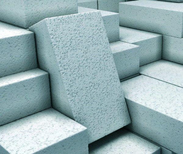 Поры у газобетонного блока выступают даже на его поверхность