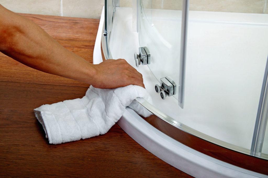 Как убрать со стен душевой желтизну и налёт от воды_4
