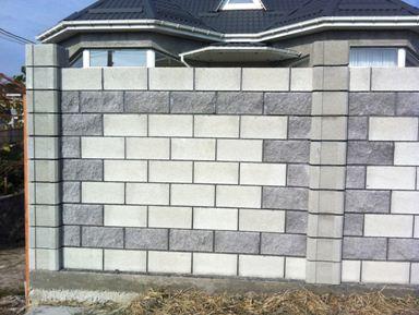 Шлакоблок – уникальный строительный кладочный материал, изготовленный из песка, цемента, извести, воды.