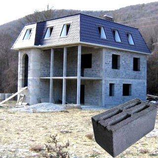 Шлакоблоки − универсальный строительный материал.