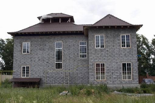 Шлакоблоки широко используются при строительстве индивидуальных домов.