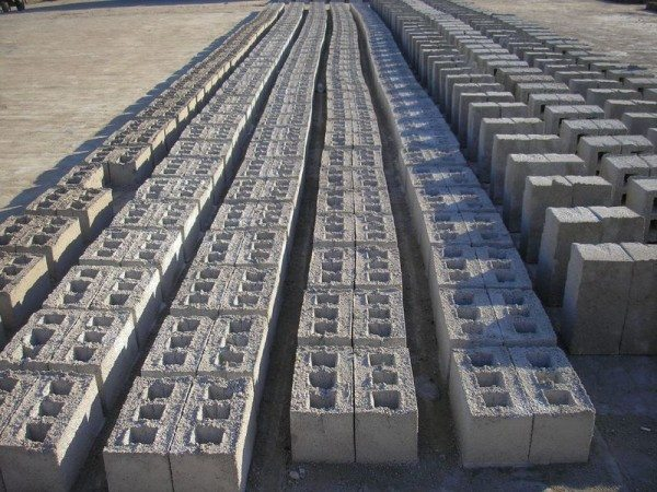 Шлакоблоки являются популярным строительным сырьем