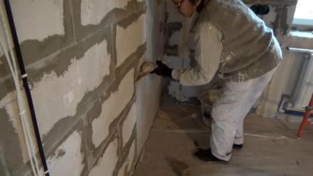 Штукатурить стены из газоблока можно плиточным клеем