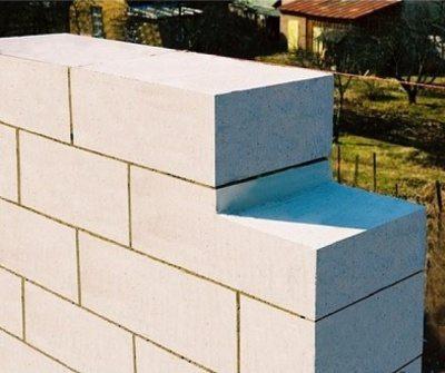 Стена – начальный этап строительства коттеджа по готовому проекту