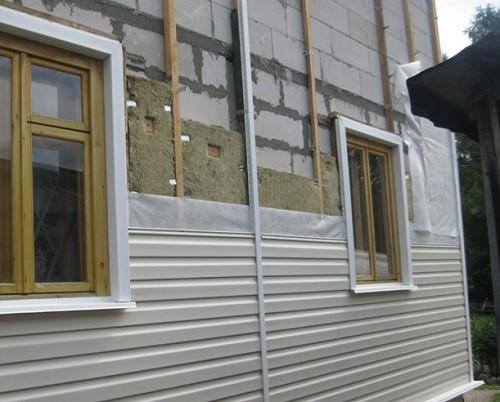 Стены из пеноблока нуждаются в теплоизоляции