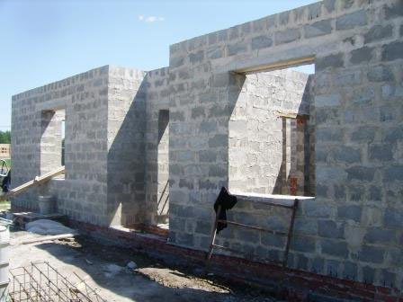 Стены из шлакоблока и нагрузка на основание