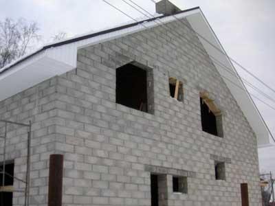 Строение на основе пенобетонных блоков.