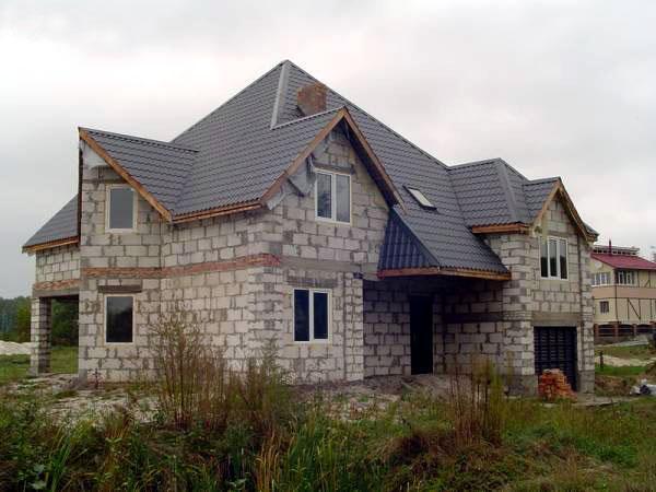 Строительство частного дома из пенобетонных блоков.