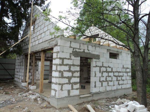Строительство гаража из пеноблоков требует строгого соблюдения технологии