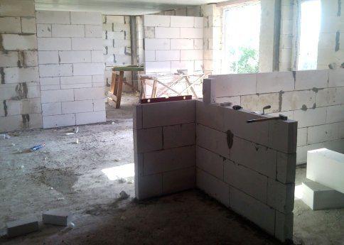 Толщина в 100 мм практична в небольших домах, где каждый метр жилой площади на вес золота