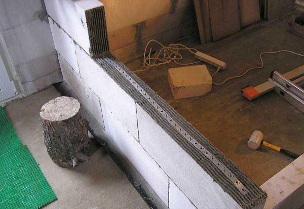 Тонкие блоки позволяют быстро возводить легкие межкомнатные перегородки