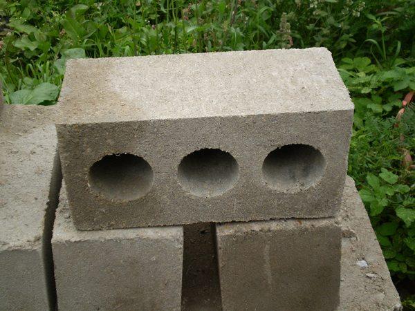Тяжелые блоки для дома с низким показателем пустотности.