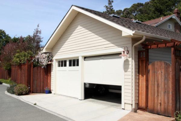 Увеличенный один въезд позволяет парковать в гараже крупное транспортное средство