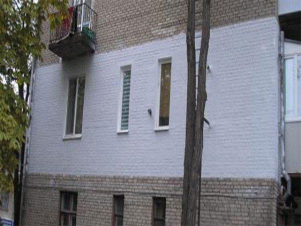 Внешний вид стены с нанесенным жидким утеплителем