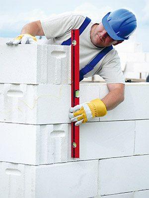 Возведение стен из пенобетонных блоков.