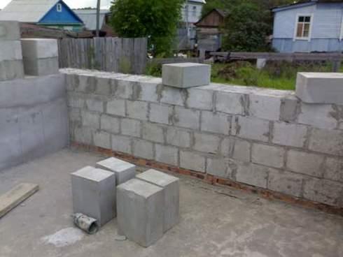 Возведение стены в целый камень