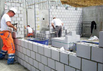 Для внутренних стен используйте более дешевый пенобетон – толщиной 100 или 150 мм