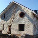 Двухэтажный дачный дом из пеноблоков