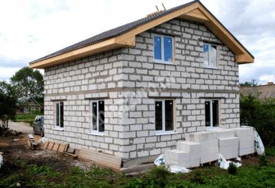Двухэтажный дом простой конструкции