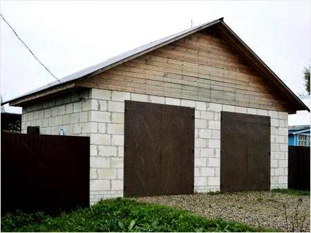 Двухместный гараж из пеноблоков