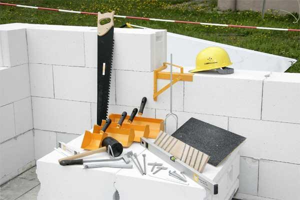 Эти предметы могут понадобиться для кладки стен из пеноблоков