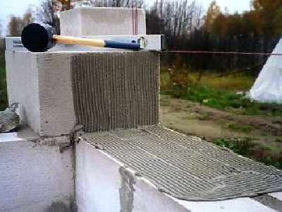 Крупноформатные блоки упрощают и ускоряют строительство