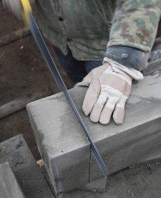 Механическая обработка пеноблоков легко проводится ручным инструментом