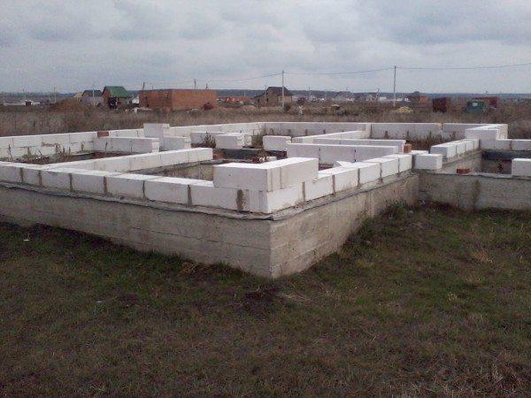Начало строительства стен из пенобетона